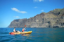 Kayaking in los gigantes cliffs